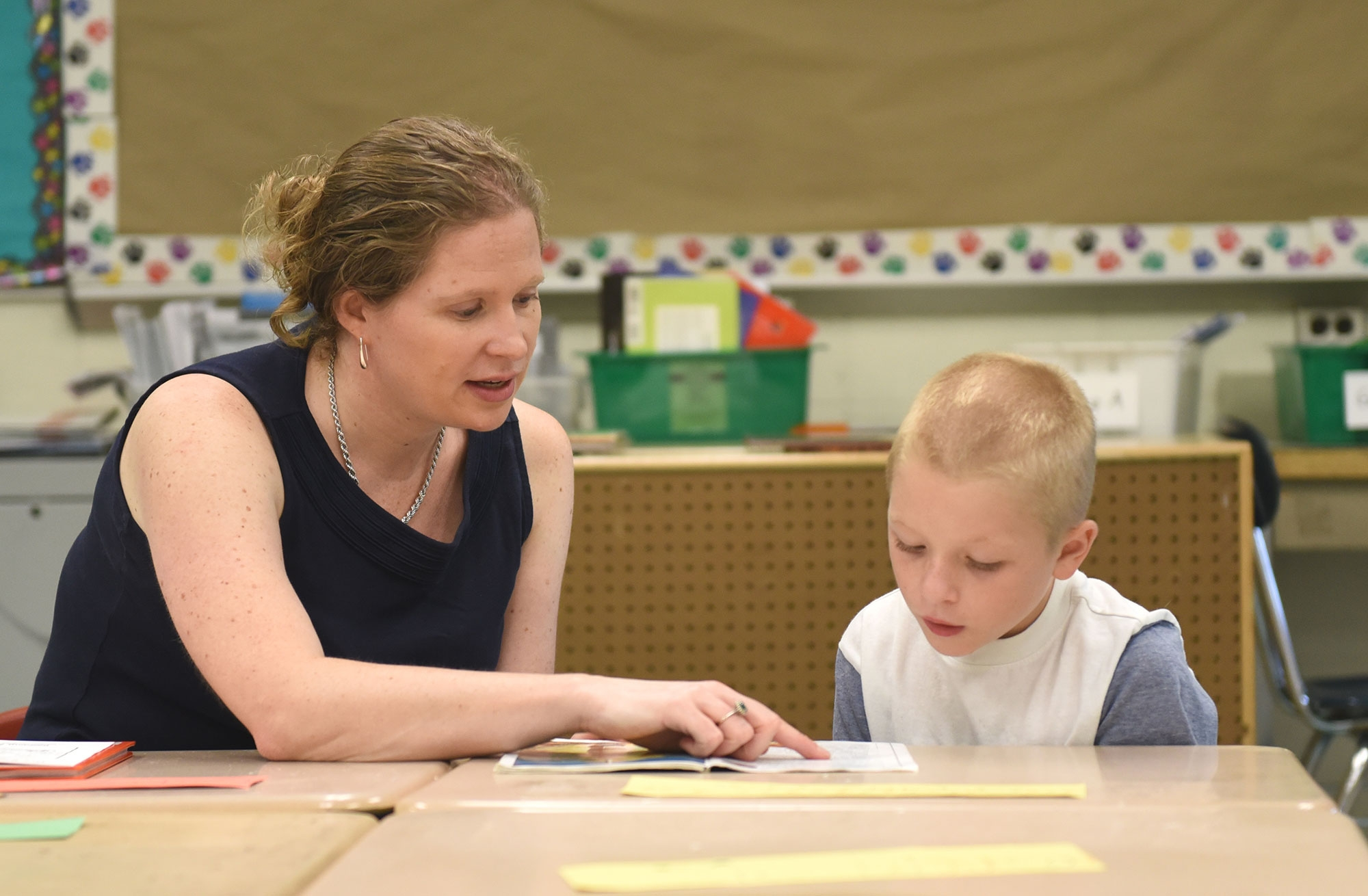 Image of reading teacher and student at Harvard-Kent School