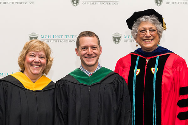 Joshua Caplin (c) with Chair Lisa Walker (l) and Dean Leslie Portney