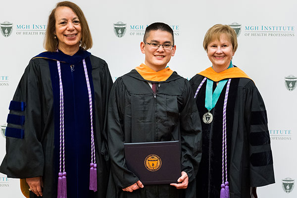 Benjamin Yu (c) with Dean Inez Tuck (l) and Director of the Advanced Practice Graduate and CAS Programs Patricia Reidy